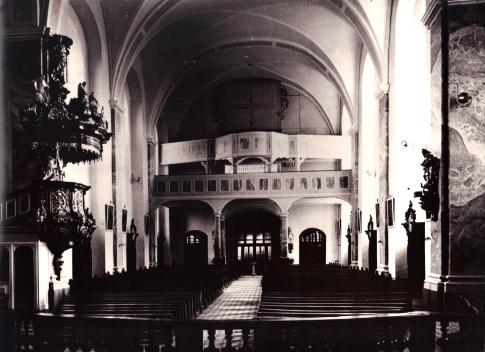 """Reproduktion einer Postkarte, auf der die alte Orgel mit """"Ohren"""" zu sehen ist"""