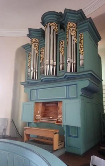 ... und an ihre Orgel.